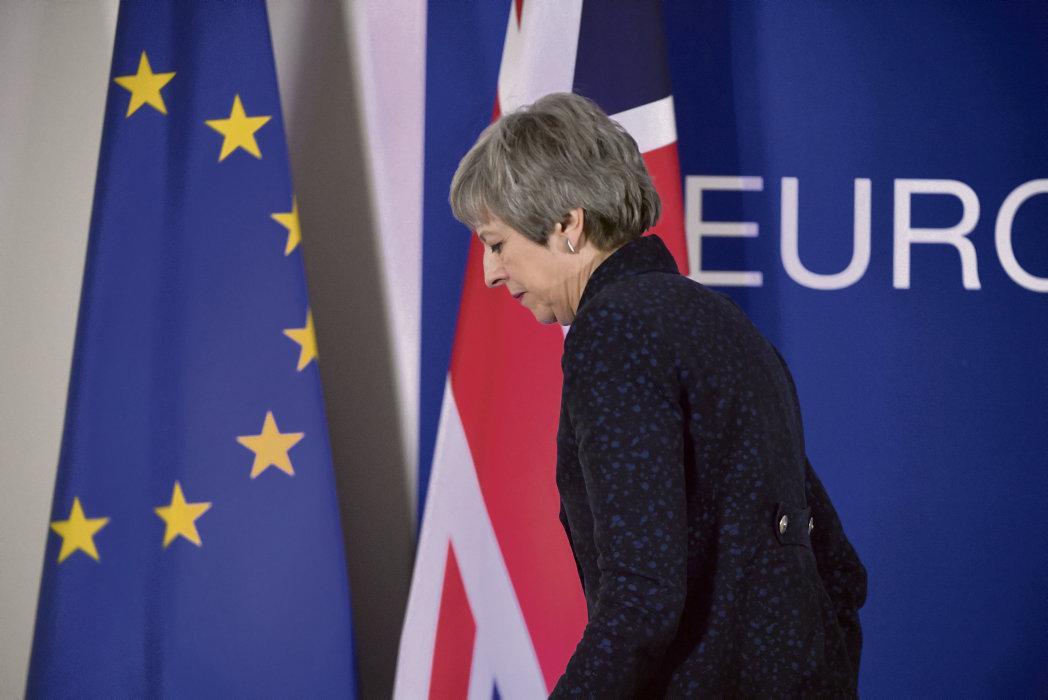 За несколько дней до выборов в Европарламент, в которых, вопреки ожиданиям, примут участие и граждане Великобритании, премьер-министр этой страны сообщила о назначенном на начало июня очередном голосовании по соглашению о выходе из ЕС.
