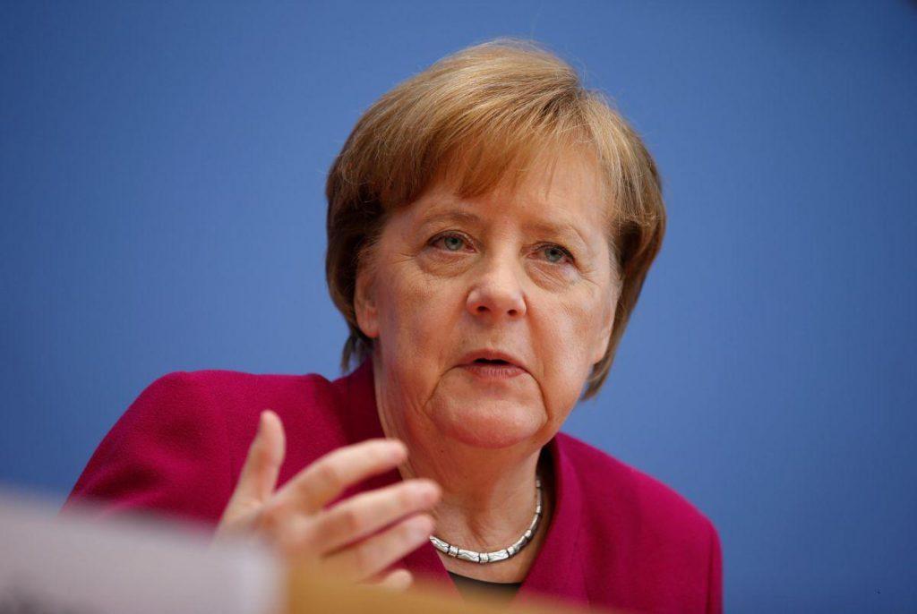 Лидер партии «Христианско-социальный союз в Баварии» разработал «генеральный план» по управлению беженцами, предусматривающий усиленный контроль на границах и прямую высылку кандидатов на иммиграцию, уже зарегистрированных в других странах ЕС.