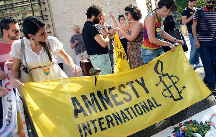 «Целью, провозглашённой государством, было предотвращение других терактов, – указывает Марко Перолини, автор доклада Amnesty International «Несоразмерные ограничения свободы мирных собраний под предлогом чрезвычайного положения во Франции».