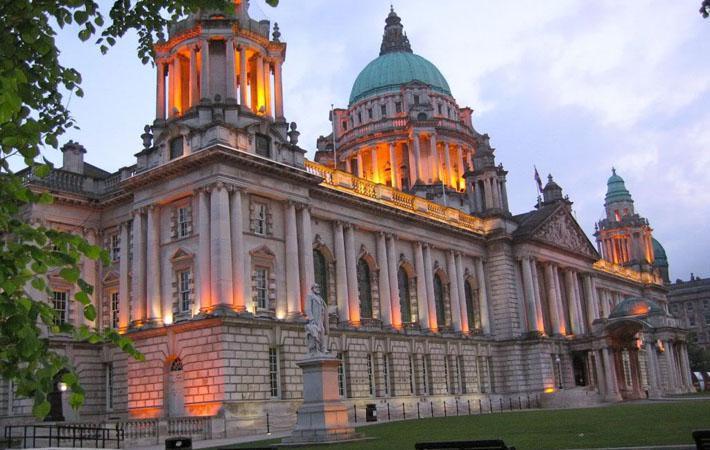 Это историческая премьера: в Дублине (Ирландия) парламентская комиссия только что утвердила объёмный доклад, который предлагает путь, ведущий к унификации острова в условиях выхода Великобритании из Евросоюза.