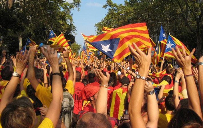 Праздник Каталонии всегда служил ареной для войны цифр между организаторами, местными и национальными силами. И вчерашнее торжество (ожидалось, что на него придут более 1,5 миллиона человек), не могло не стать исключением из этого правила, хотя бы в силу своей особой политической значимости