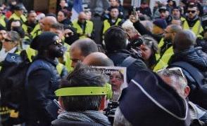 «Мы же не выработали, как многие другие авторитарные страны, к этому иммунитета. Поэтому они над нами смеются!», - заявил на прошлой неделе Эммануэль Макрон на встрече со специально отобранными французскими журналистами