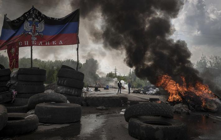 Начало года в Донбассе ознаменовано переговорами и ...новыми боями. Этот приграничный с Украиной и Россией регион втянут в войну с апреля 2014 года, когда наступление украинской армии вызвало первые крупные столкновения.