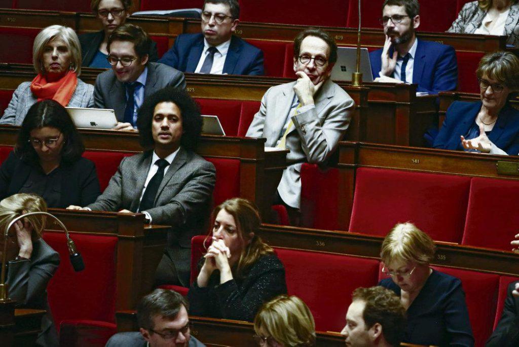 Руководство фракции ВР в Национальной ассамблее проводит ротацию кадров, занимающих ключевые посты. Показушная демократия, красноречиво свидетельствующая об отношении членов этого движения к парламентским дебатам