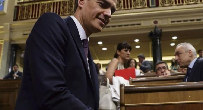 Педро Санчес оказался между двух огней. Вчера премьер-министр Испании озвучил перед Конгрессом депутатов основные направления своей политики
