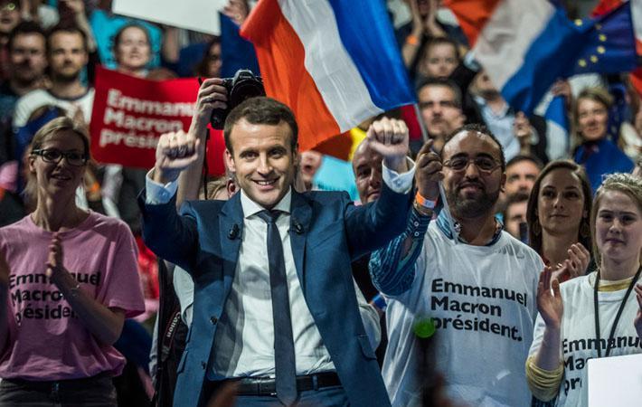 Простой народ на марше. Парижские комитеты движения Эмманюэля Макрона назначили встречу своим участникам (как утверждается, около 35 000 человек) вчера на площади Бастилии.