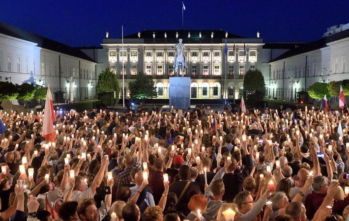 Градус напряжения между польским ультраконсервативным правительством и Европейской комиссией продолжает расти.