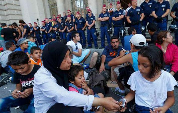 «В спасательных операциях в Средиземноморье анархии нет, анархия – в Ливии», – говорит Софи Бо, вице-президент «SOS Mediterranee» («SOS Средиземноморье»), в ответ на объявление французским, немецким и итальянским министрами внутренних дел намерения «проработать кодекс поведения для НПО».