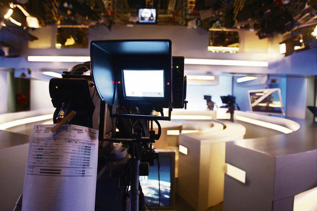 В преддверии выборов в Европарламент, которые должны состояться 26 мая, сегодня канал «France 2» начинает трансляцию теледебатов. В студии соберутся двенадцать политиков, возглавляющих избирательные списки