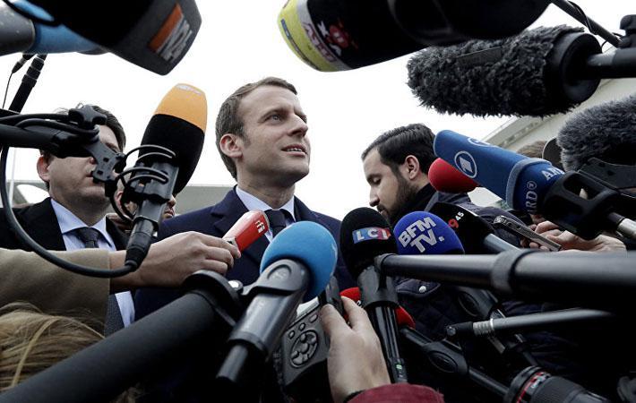 Генеральный секретарь CGT («Всеобщая конфедерация труда») считает, что президент Республики хочет управлять Францией, как предприятием, и обвиняет его в намерении заставить замолчать профсоюзы, лишив их прерогативы вести переговоры. Мартинез призывает активистов идти на встречу с трудящимися