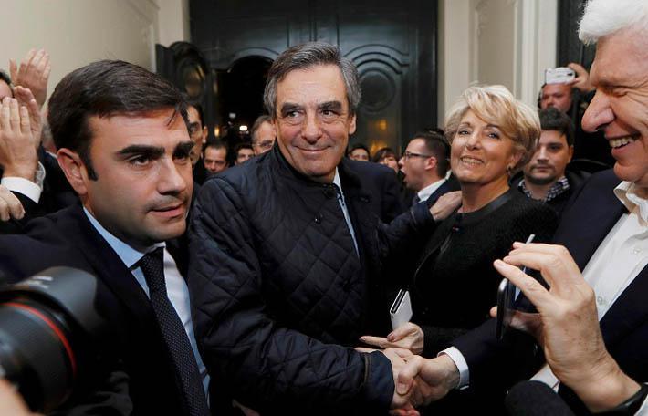 Вчера вечером на своей пресс-конференции Франсуа Фийон выступил блестяще. Многие иностранные журналисты, приехавшие освещать встречи на выходных, внимательно следили за этим убедительным представлением на тему «прозрачности».