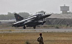 На этот раз французская армия не ждала, когда бойцы из «Союза сил сопротивления» («Union of Resistance Forces», UFR) достигнут центра Нджамены, как это случилось в феврале 2008 года.