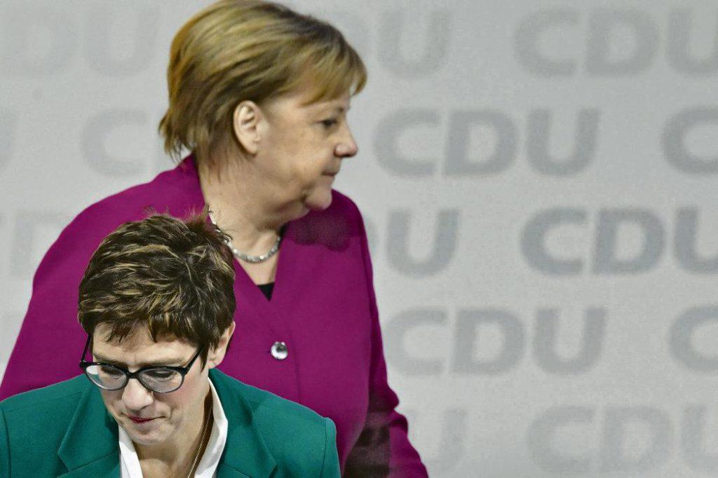Будущее канцлера ФРГ Ангелы Меркель и перспективы альянса ХДС/ХСС с социал-демократами оказались под угрозой в преддверии очередных выборов, в которых примут участие все три партии.