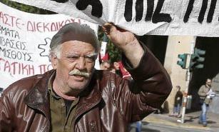 Одними из первых к акции присоединились журналисты, решив не выпускать ежедневные издания в среду, в день объявленной в Греции всеобщей забастовки.