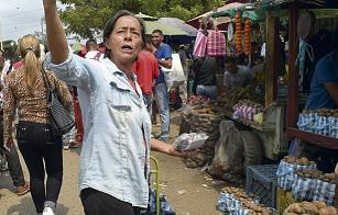 На мосту Симона Боливара не происходит ничего примечательного. Венесуэльцы и колумбийцы, как обычно, спешат по своим делам