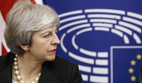 Похоже, что последние патроны в этой обойме оказались отсыревшими петардами. Для того чтобы добиться от Палаты общин одобрения соглашения о выходе Великобритании из ЕС, Тереза Мэй «палила картечью» во все стороны, но больших успехов так и не достигла
