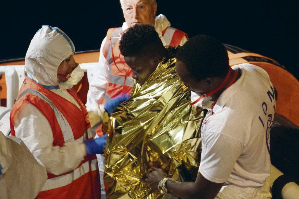 Сегодня спасение людей в Средиземном море часто расценивается как преступление. Тем более радует волна поддержки назло всем ксенофобам в адрес женщины-капитана немецкого судна «Sea-Watch 3», освобождённой во вторник из-под стражи, но по-прежнему остающейся под следствием, а также в адрес Пиа Клемп.