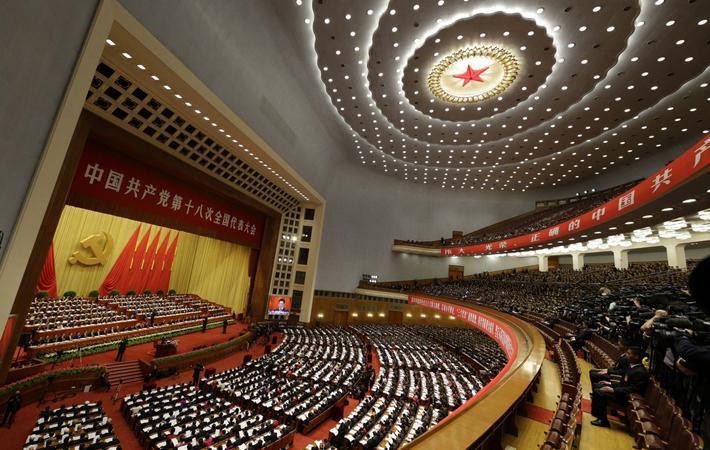 На улицах Пекина немало зданий, выполненных в советском стиле: Дворец музеев, Военный музей, отель «Пекин». К их числу относится и огромный Дом народных собраний, расположенный на западной стороне площади Тяньаньмэнь