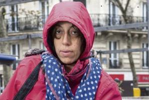 Летиция и Паскаль живут на улице. Летиция является при этом инвалидом, страдая заболеванием опорно-двигательного аппарата.