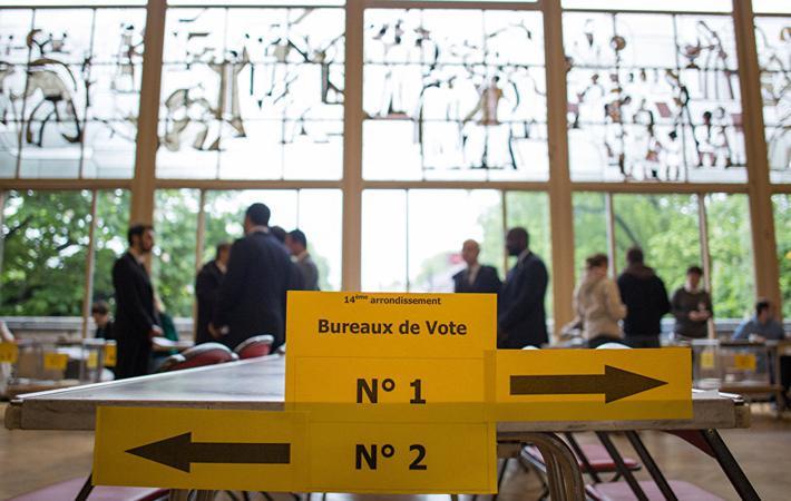 ФКП, «Франция непокорённая» и «Вместе!» объединились во 2-м избирательном округе Сен-Сен-Дени, где Меланшон набрал 43 % голосов в первом туре президентских выборов. Кандидат Стефан Пё хочет баллотироваться там наряду с социалистом Матьё Анотеном