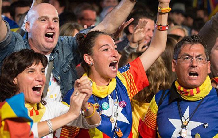 Председатель правительства Испании Мариано Рахой обратился в Конституционный суд с требованием объявить «недействительными и неэффективными» принятые парламентом соглашения об организации всенародного опроса
