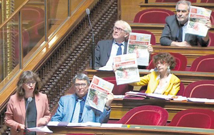 В четверг в зале заседаний Национального собрания сенаторы-коммунисты размахивали выпуском «Юманите» от 27 июля. В этом выпуске мы рассказали, каким образом министр труда Мюриэль Пенико заработала более 1 миллиона евро за один день – 30 апреля 2013 года