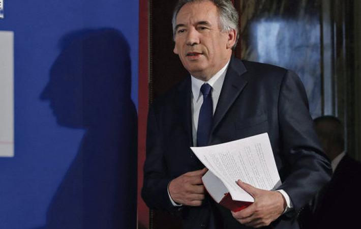 «Я борюсь и буду бороться». Выступая перед парламентскими журналистами 13 июня, Франсуа Байру (MoDem) продемонстрировал решимость не отказываться от своего детища – Банка демократии.