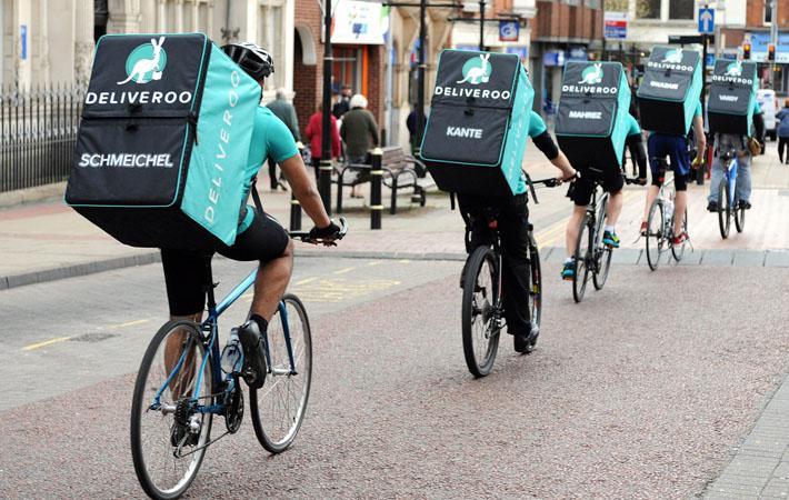 «Deliveroo» намерена изменить договоры с курьерами и начать платить им за количество доставок. В Бордо профсоюз курьеров оказывает сильнейшее сопротивление подобному одностороннему решению
