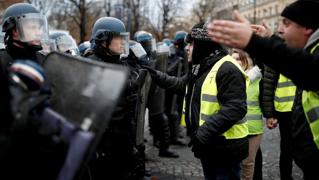 Правительство увеличило криминализацию и репрессии в отношении общественного движения, как это делали его предшественники. Чрезвычайные меры отныне могут повлиять на протестующих