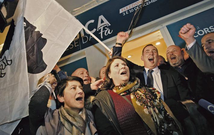 Ситуация на Корсике далеко не всегда такая, какой кажется на первый взгляд, и о ней никогда не следует судить сгоряча. Поспешность Жан-Люка Меланшона, с которой он приветствовал победу союза националистов и сторонников автономии (45,36 % голосов), служит тому наглядным примером
