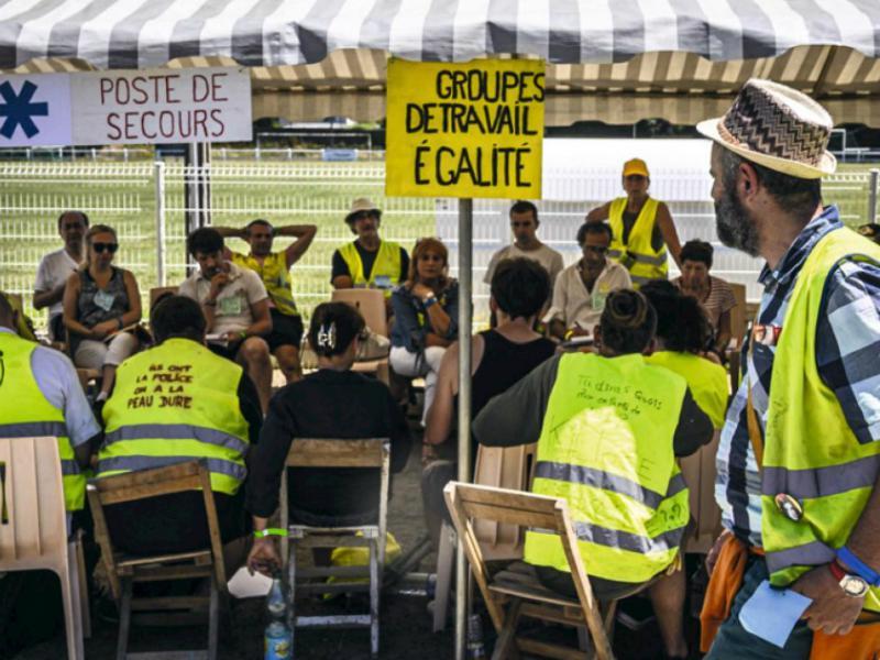 В городе Монсо-ле-Мин (департамент Сона и Луара) прошла 3-я по счёту ассамблея представителей движения «жёлтые жилеты». На встречу съехались делегаты со всей Франции
