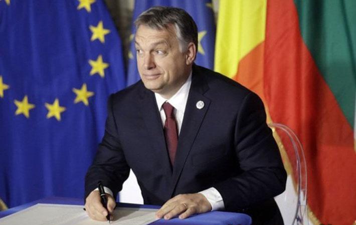 """Это настоящий вызов, который только что снова бросил Евросоюзу Виктор Орбан. В начале апреля венгерский премьер-министр из партии консерваторов разослал всем жителям страны опросный лист под названием """"Остановим Брюссель""""."""