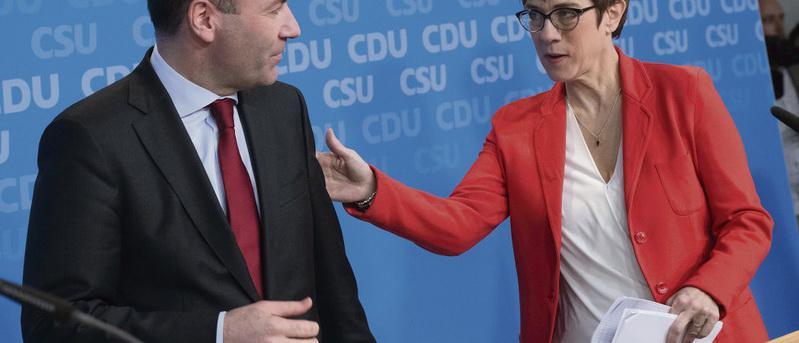 Аннегрет Крамп-Карренбауэр, известная под аббревиатурой АКК, которая может сменить Ангелу Меркель на посту канцлера ФРГ, всё чаще демонстрирует свою симпатию идеологии национал-либерализма.