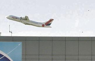 Если отчёт по «процессам приватизации аэропортов Тулузы, Лиона и Ниццы», опубликованный Счётной палатой, и содержит в себе некий положительный момент, то лишь в том, что документ облегчает возможности рабочего коллектива бороться с приватизацией аэропорта Тулуза-Бланьак.