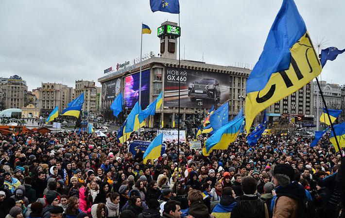"""В 2004 году, во время """"оранжевой революции"""" или """"первого Майдана"""", мы были убеждены, что можем наконец надеяться на приобщение к европейской модели цивилизации. В 2014 году мы избавились от режима олигархов, от Виктора Януковича, от коррупции. Но опять сменились только лица."""