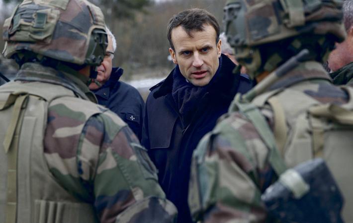 Летом 2017 года начальник генштаба армии Пьер де Вилье решительно воспротивился требованию Эммануэля Макрона сэкономить до конца года 850 миллионов евро, после чего подал в отставку.