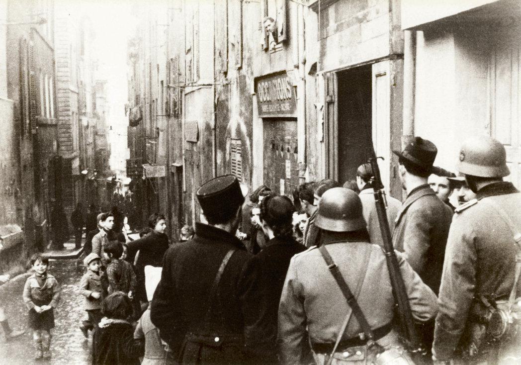 В январе 1943 года отряды французской полиции и немецкого полицейского батальона СС провели в Марселе, в квартале Старого порта, масштабные аресты евреев и лиц, причастных к Сопротивлению. События того времени послужили основанием для подачи иска о восстановлении исторической справедливости, который в дальнейшем может инициировать расследование