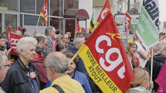 В четверг утром, стоя перед входом в зал им. Дюфриш в г.Монтрёй (департамент Сена-Сен-Дени), верховный комиссар по делам пенсионной реформы Жан-Пол Делевуа дал обещание, что она будет проведена.
