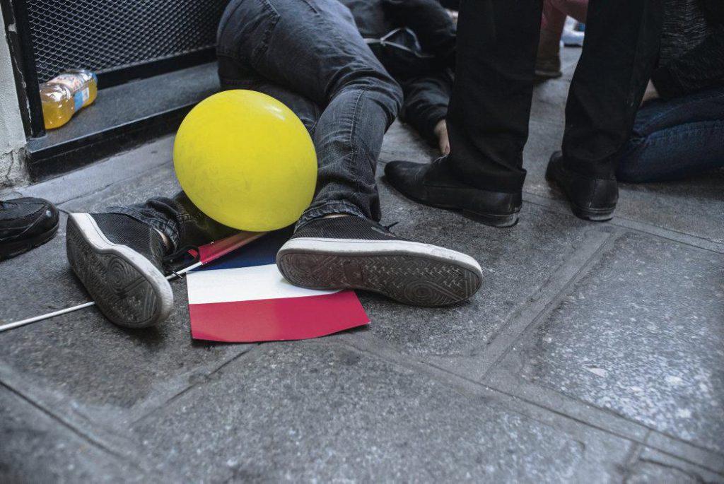 Во время военного парада 14 июля 2019 года была арестована Софи Тисье активистка «жёлтых жилетов». Она пела песню и надувала воздушные шары