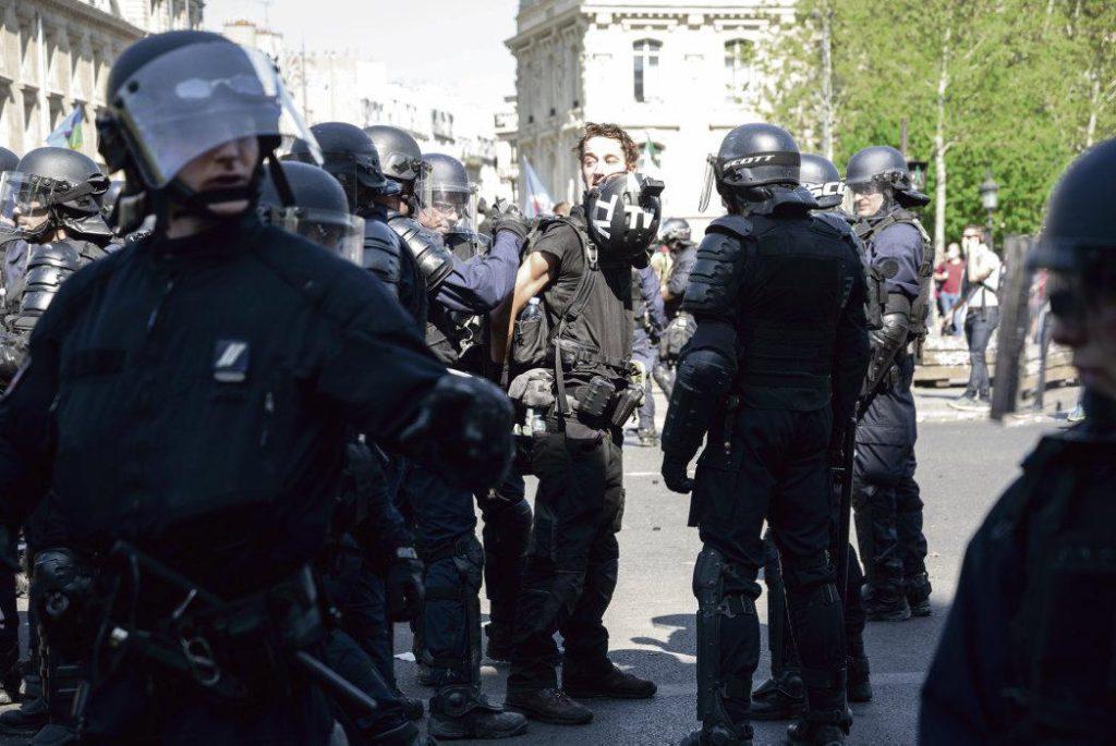 Во время XXIII акта протестных выступлений «жёлтых жилетов», проходившего в минувшие выходные, жертвами полицейского произвола стали сразу несколько журналистов. Профсоюзы заявили о новой волне репрессий