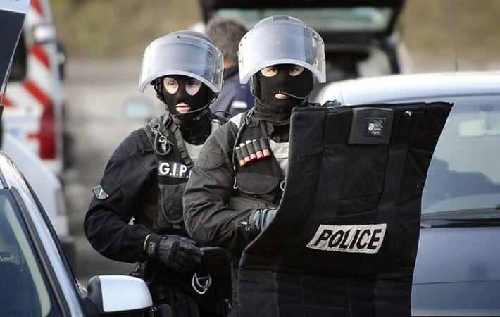 Организация «Human Rights Watch» сегодня опубликовала разгромный доклад о действиях полиции, направленных на то, чтобы любой ценой помешать мигрантам обосноваться в Кале. Зафиксированы многочисленные нарушения основных прав, на которые государство предпочитает закрывать глаза