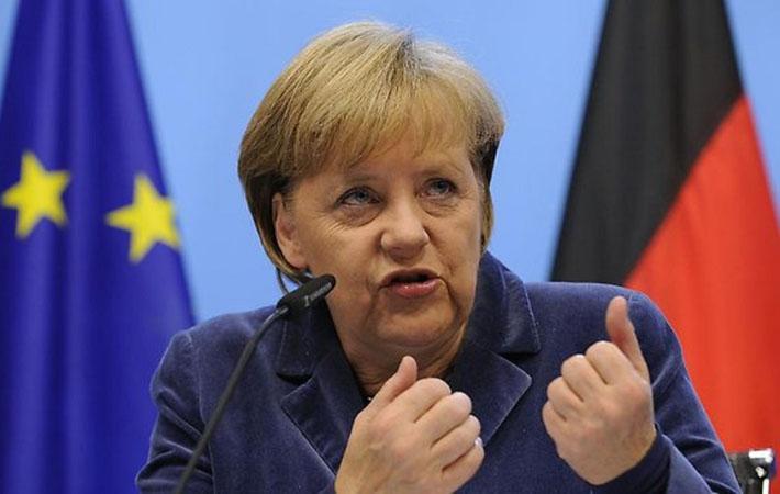 """Согласно опросам, """"Социал-демократическая партия Германии"""" (СДПГ) Мартина Шульца сейчас обходит """"Христианско-демократический союз"""" (ХДС) канцлера Ангелы Меркель (32 % голосов за обе группы)."""