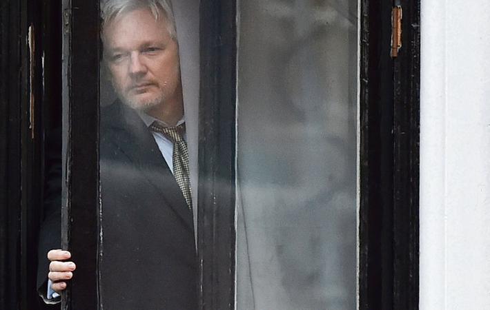 Видимо прошло то время, когда Эквадор оказывал гостеприимство основателю «WikiLeaks».