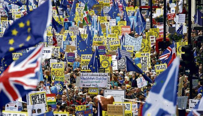 До сих пор Джереми Корбин не пропускал подобные акции, организованные по важным поводам и собирающие сотни людей на улицах британской столицы. Сколько раз на протяжении своей политической карьеры участвовал в таких массовых выступлениях нынешний глава Лейбористской партии
