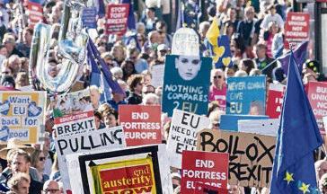 Объединение «People's Vote» известно своей неоднородностью (в него входят члены партии консерваторов, приверженцы леворадикальных течений и даже мэр Лондона Садик Хан).