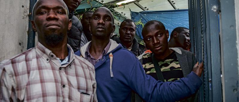 Двадцать пять строителей, уроженцев Мали, которые по итогам забастовки 2016 года добились подписания трудовых договоров и официального оформления своей занятости на одной из парижских стройплощадок, сегодня обратились в суд по трудовым вопросам с иском против своего бывшего работодателя. Это беспрецедентный случай, который наверняка войдёт в историю Франции