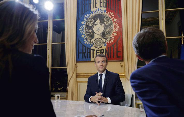 В субботнем интервью немецкому изданию «Der Spiegel» Эммануэль Макрон заявил, что он отнюдь не высокомерен. А вчера вечером, выступая на каналах TF1 и LCI, президент обратился к «тунеядцам», «завистникам» и всем тем, кто «ничего из себя не представляет»