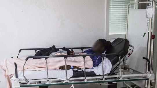 «Всё под контролем», - заявила в начале июля Аньес Бюзен, министр здравоохранения. «Неправда», - возражают в различных СМИ доведённые до крайности врачи и больничный персонал