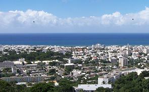 Акции социального протеста, которые продолжаются на острове Реюньон с 17 ноября, уже признаны самыми масштабными за последние десятилетия. В отличие от выступлений 1991 года, которые проходили только в квартале Шодрон города Сен-Дени, сегодня волнениями охвачены все населённые пункты острова
