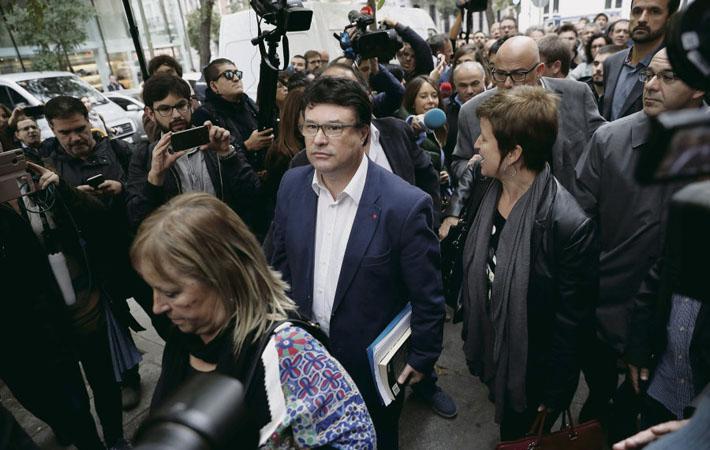 «Восстание», «мятеж» и «растрата денежных средств» - вот три основных пункта обвинения, по которым в четверг утром перед Верховным судом Испании предстали лидеры каталонского парламента